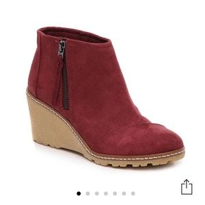 Toms Avery Wedge Booties